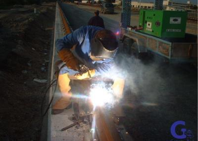 We supply internationally rails, fixing systems, clamps, poured mixtures, bumpers, load electromagnets, radio-remote controls, wheels and steel structures.